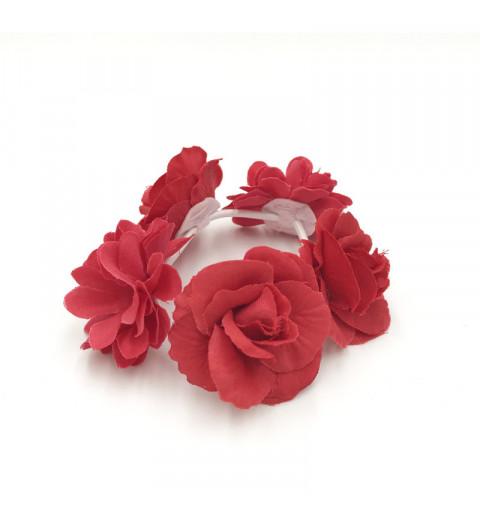 hårsnodd scrunchie med blommor röda rosor midsommar håraccessoarer midsommarkrans