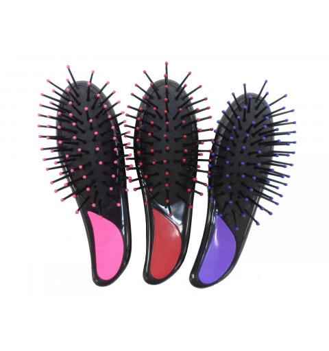 3 st hårborstar som har rosa, rött eller lila handtag