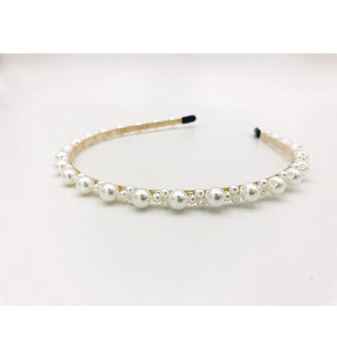 Diadem med pärlor i olika storlekar stora och små pärlor vita bröllop  Guldfärgat