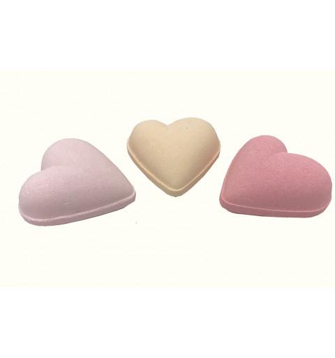Badbomb i form av ett hjärta i olika färger