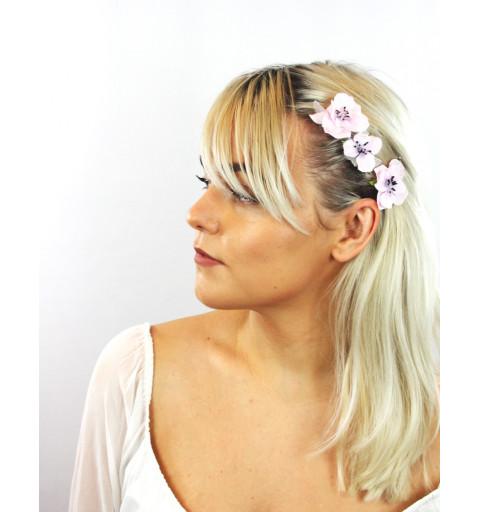 Hårnålar med blommor i ljuslila midsommar hårmode bröllop silver hårnålar