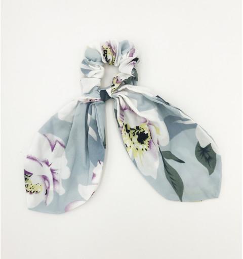 Scrunchie med blommig scarfdetalj ljusblå