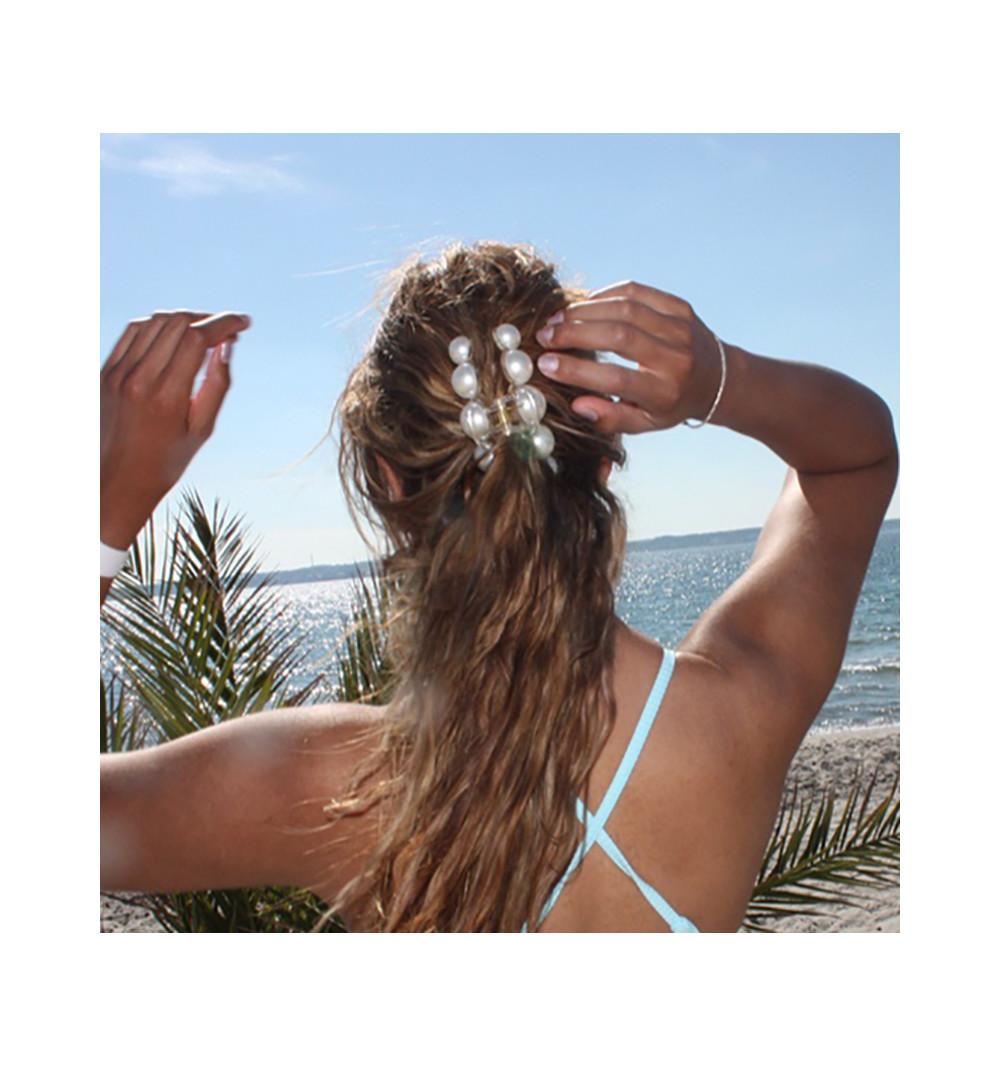 Hårklämma med stora och vita pärlor